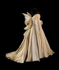Sorgenti creative gli abiti-icona dello stile Capucci2